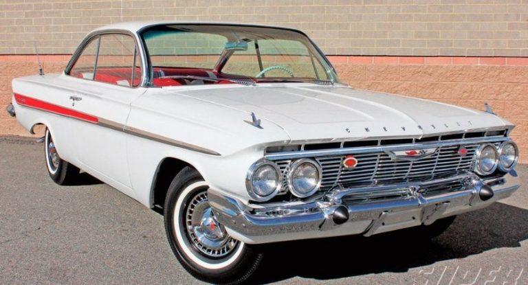 Chevrolet Impala 1961 Possui um bolo v8 e tem 182cv. Também tem câmbio automático.